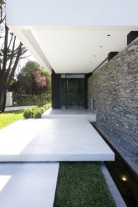 Carrara House entrance path | Interior Design Ideas.