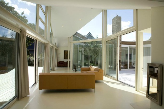 living room with glass wall | Thecreativescientist.com