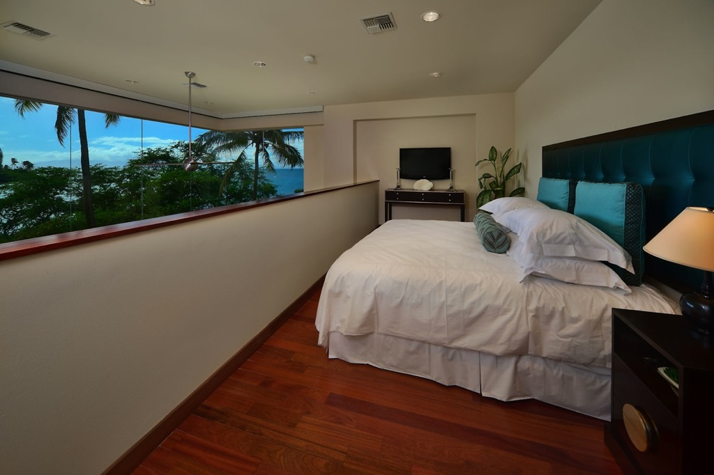 Hawaiian mezzanine bedroom  Interior Design Ideas
