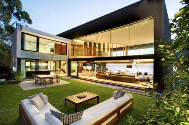 Contemporary outdoor living area