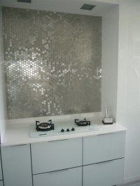 metallic mirrored tile backsplash | Interior Design Ideas.