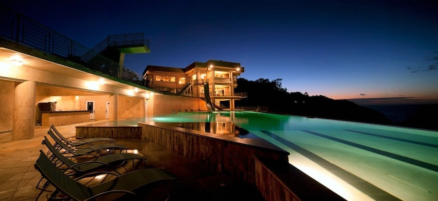 Hawaiian Oceanfront Mansion With Spectacular Views And 50m