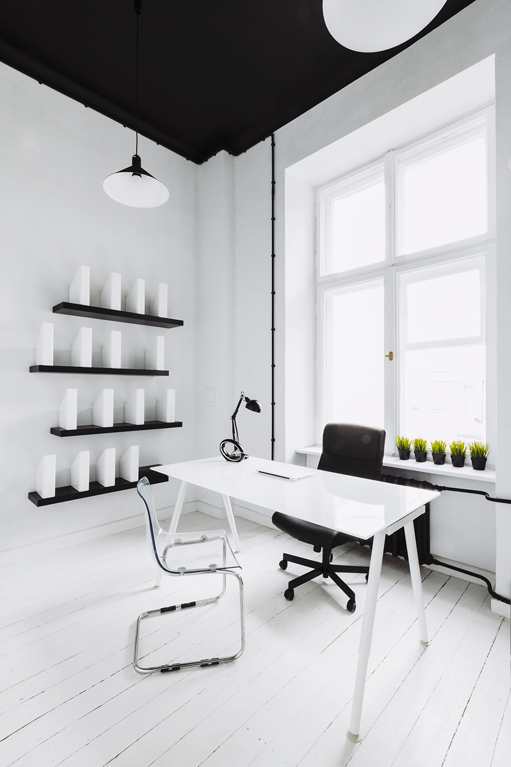 Industrial Style Apartment with Meeting Room