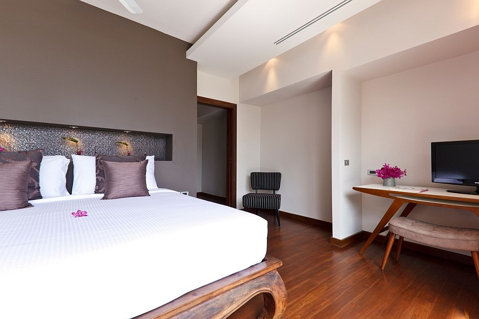 Mauve bedroom  Interior Design Ideas
