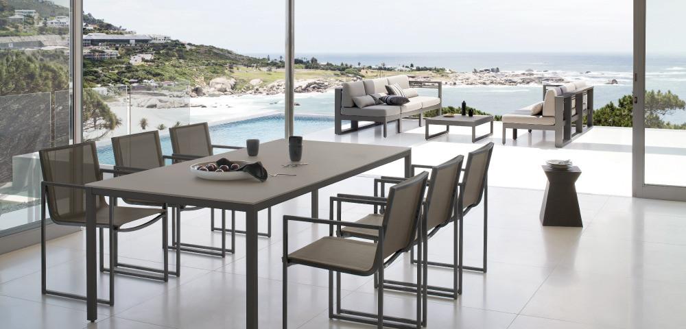 Modern outdoor dining set  Interior Design Ideas