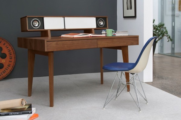 26 Audio desk