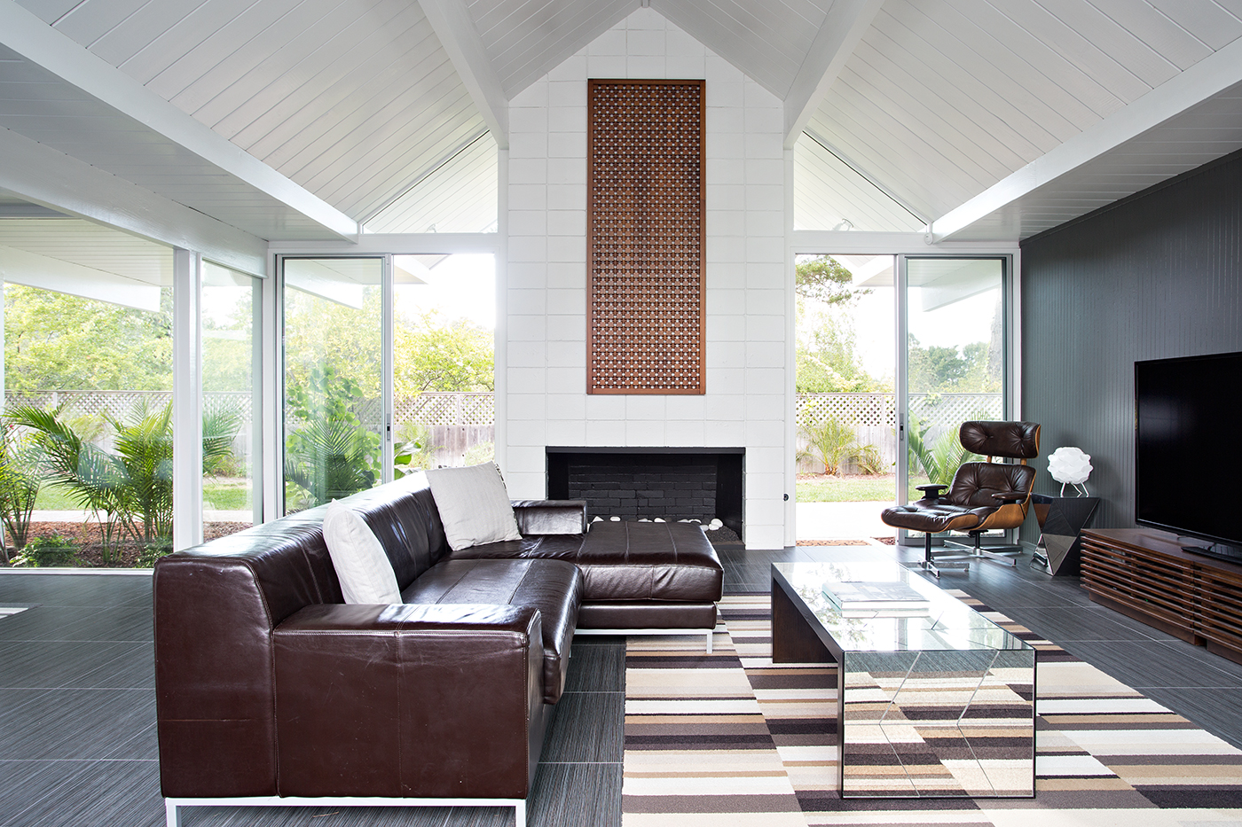 Masculine lounge decor  Interior Design Ideas