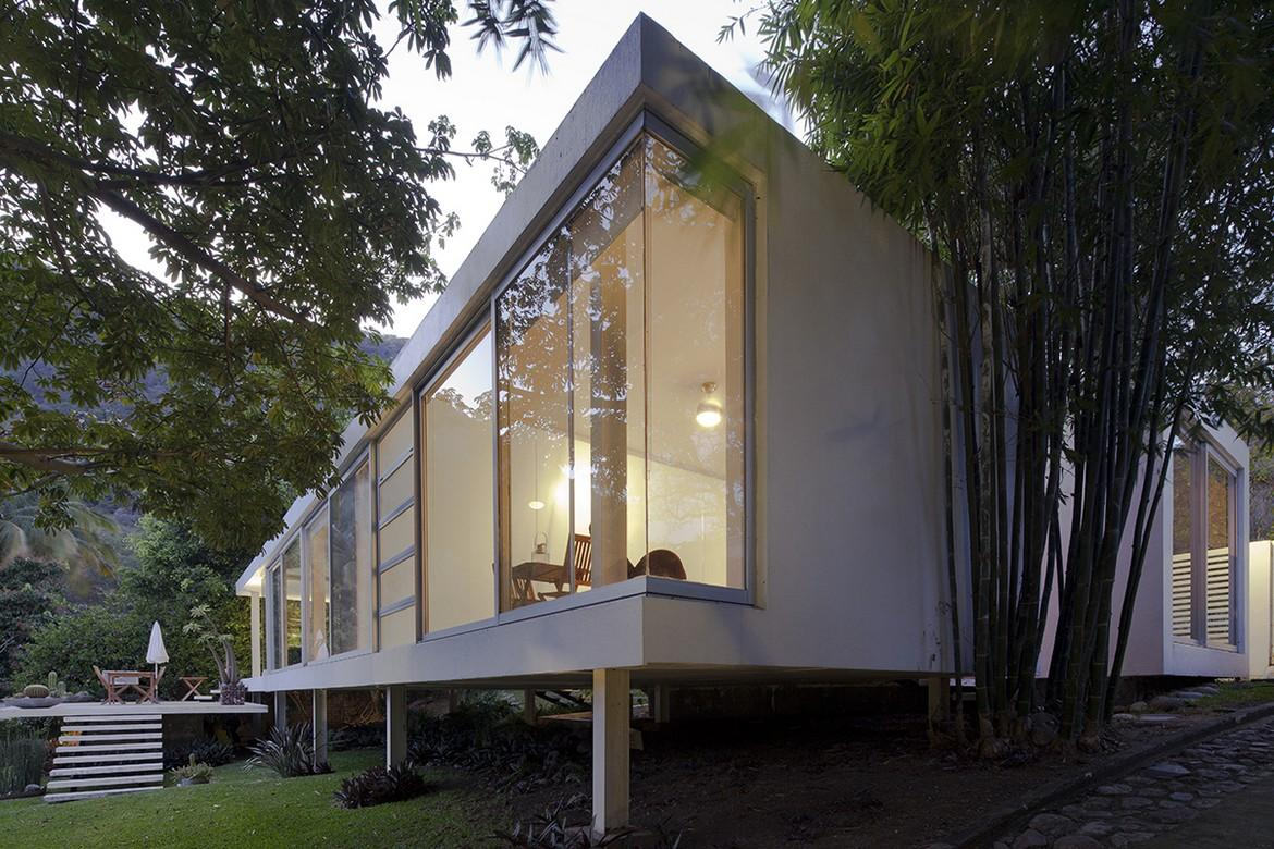 A Farnsworthinspired Weekend House on the Edge of a Crater