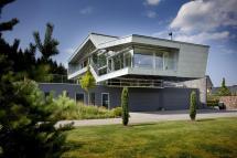 Small High-Tech Modern Homes