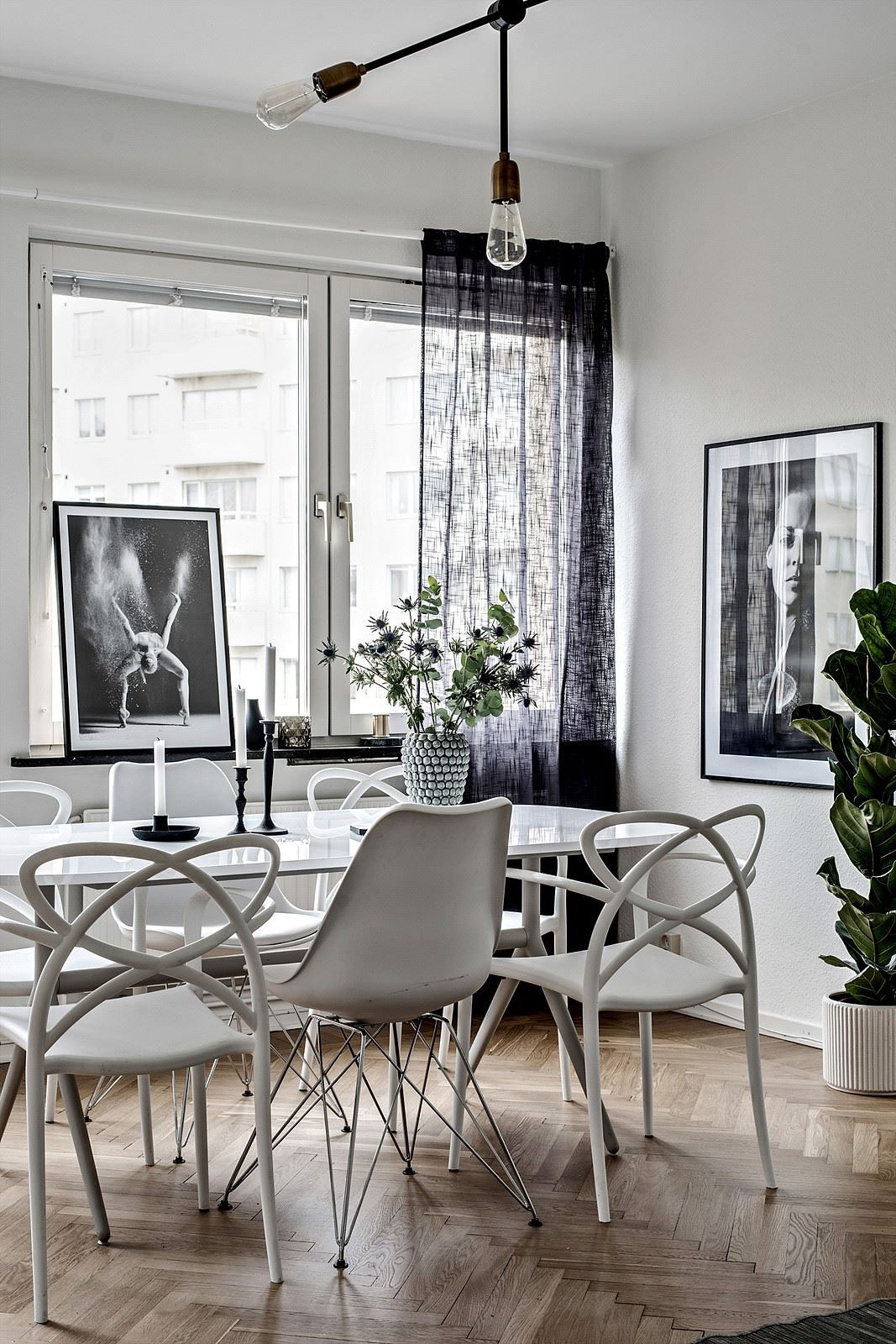 mismatched dining chairs french script chair 3 homes that play with the contrast of black and white