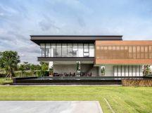 A Sprawling Modern Home in Bangkok images 0