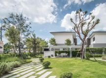 A Sprawling Modern Home in Bangkok images 31