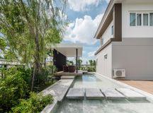 A Sprawling Modern Home in Bangkok images 32