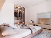 Functional Minimalist Home With Brave Colours And Bespoke Installations images 18