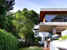 The Contemporary Home Of A Majestic Pre-War Rain Tree images 8