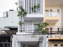 50 Narrow Lot Houses That Transform A Skinny Exterior Into Something Special images 2