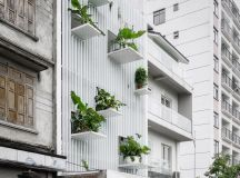 50 Narrow Lot Houses That Transform A Skinny Exterior Into Something Special images 1
