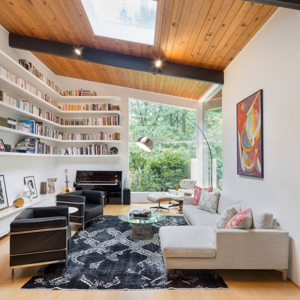Lounge-with-sjylight-600x600 Indoor Skylights: 37 Beautiful Examples To Tempt You To Have One For Yourself