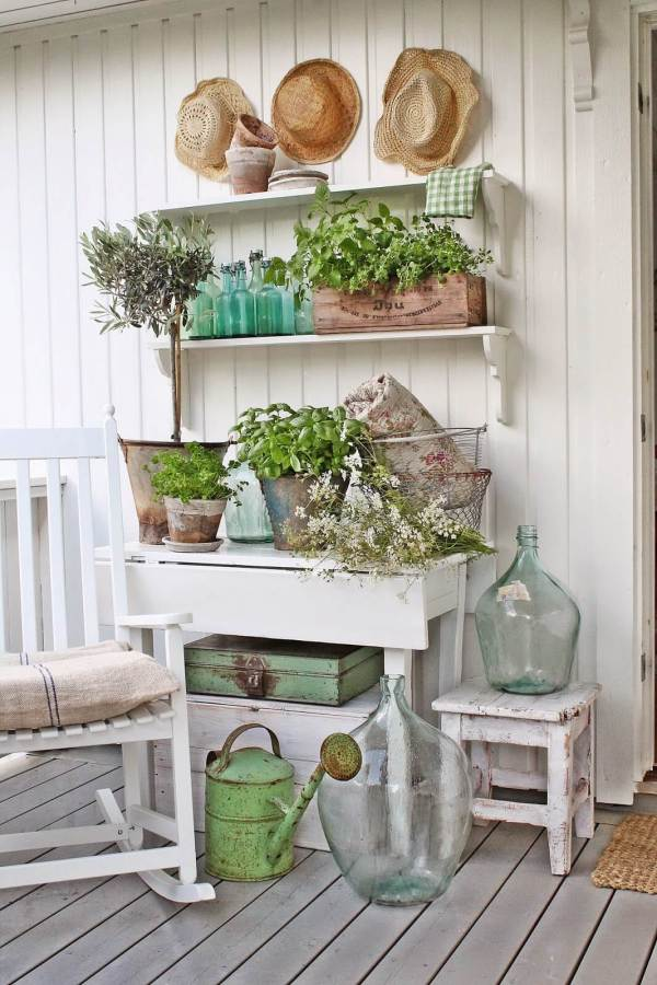 Rustic Farmhouse Porch Decor