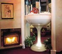 Pocono Palace - the Hotel with a Huge Glass Champagne Bathtub