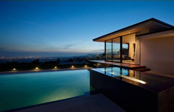 Vera Wangs modern glass and steel home in Beverly Hills