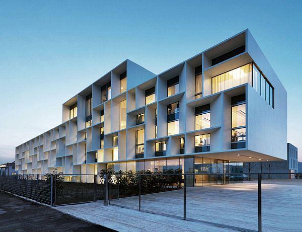 Glas Facade Bentini Headquarters By Piuarch