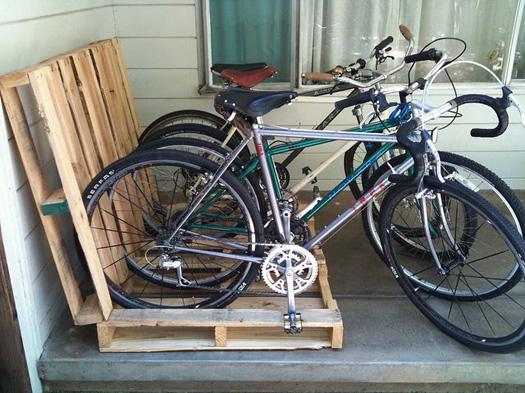 parcheggio per biciclette in pallet