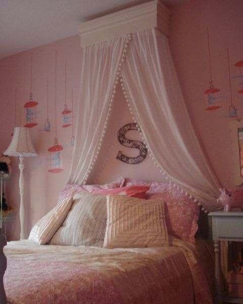 little girls pink bedroom with canopy bed 15 Stylish, chic and sophisticated canopy beds for girls