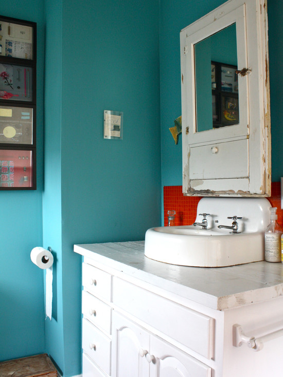Aqua Amp Red A Perfect Combination For Many Spaces