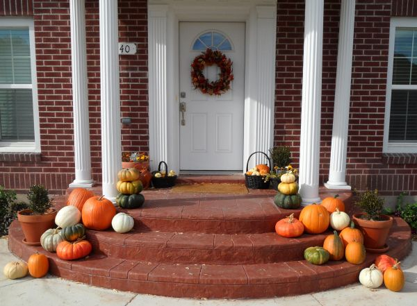 Rustic Decors Ideas For Fall Porch Patio Screened In Porches Table Decorations Ball From Dry Stems Equipped With String Lights On Natural