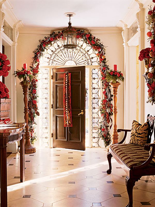 8 Fun & Festive Christmas Entryways