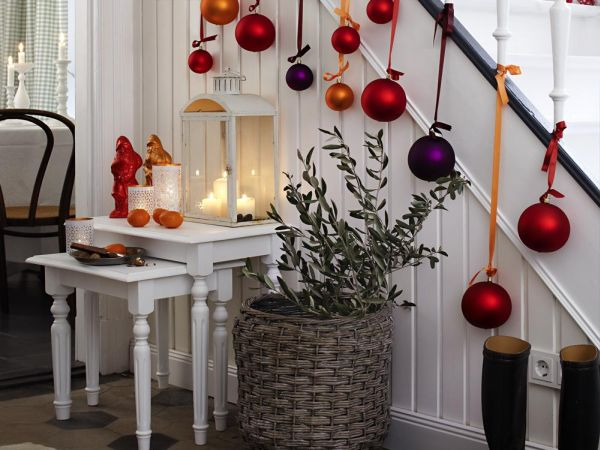 Decorate The Stairs For Christmas