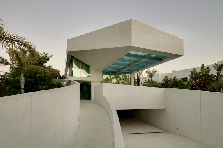 Jellyfish House Spectacular Residence With A Rooftop