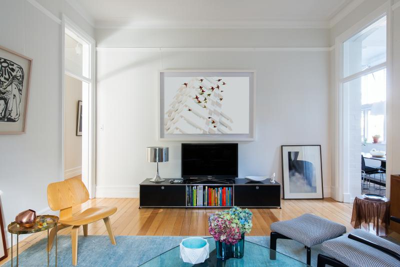 1915 Apartment Gets A MidCentury Modern Update