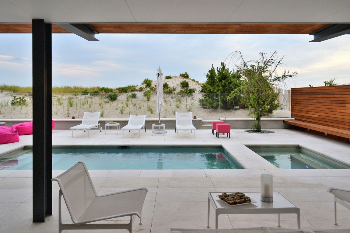 Modern Beach Cottage With Unobstructed Views of the Atlantic Ocean