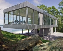 Panoramic Views Surround Cantilevered House