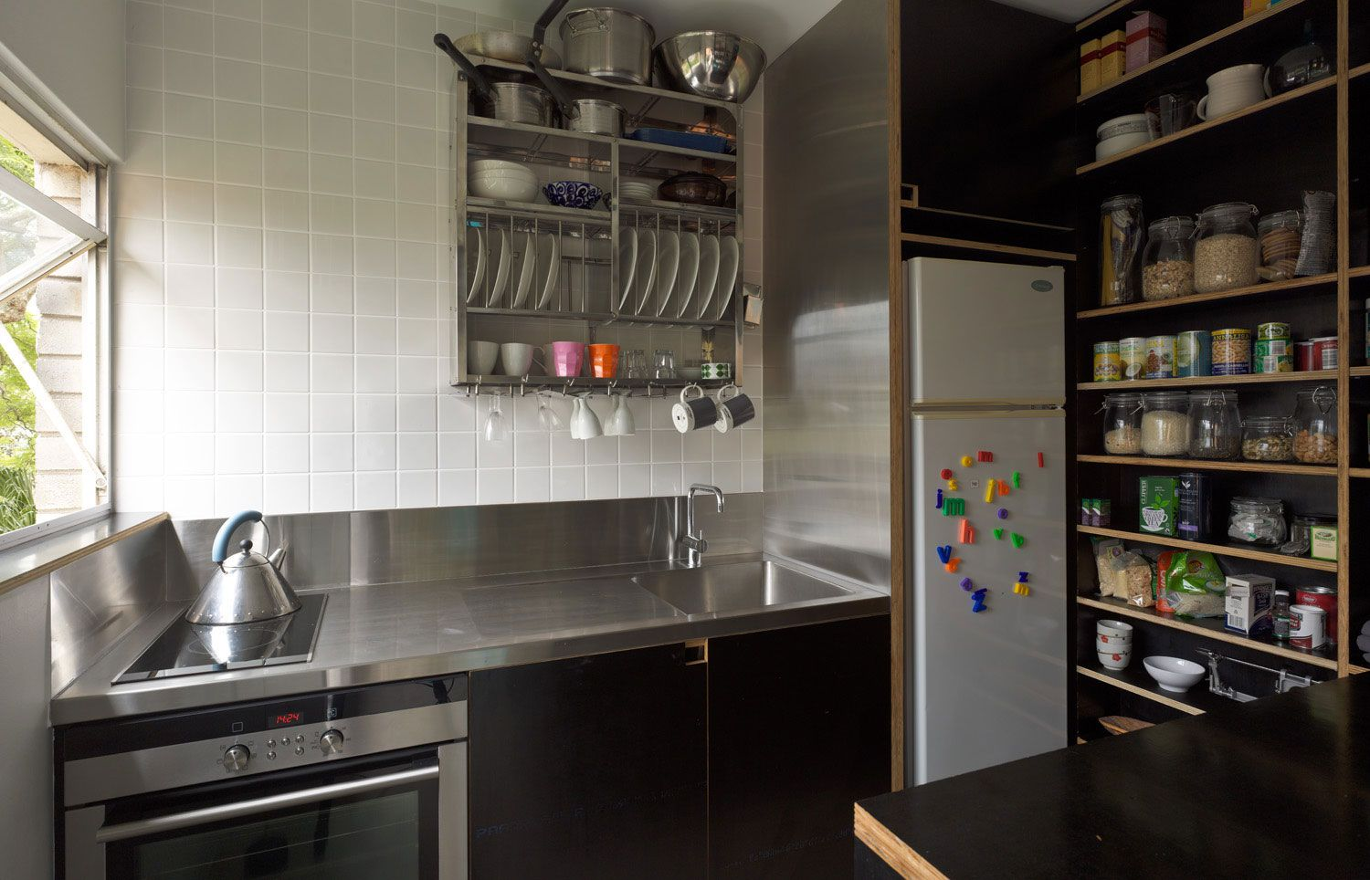 Small And Simple Kitchen Design
