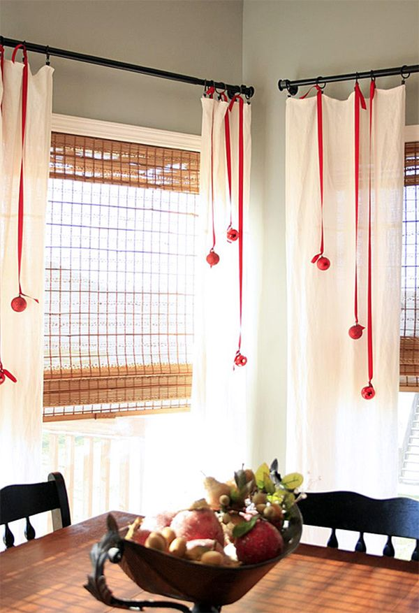 Waiting For Santa Ideas On How To Decorate Your Windows For Christmas