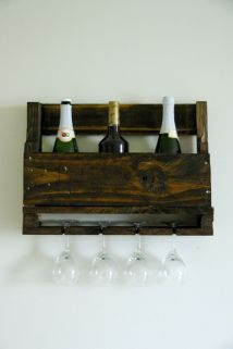Diy Wall-mounted Wine Racks Of Pallets
