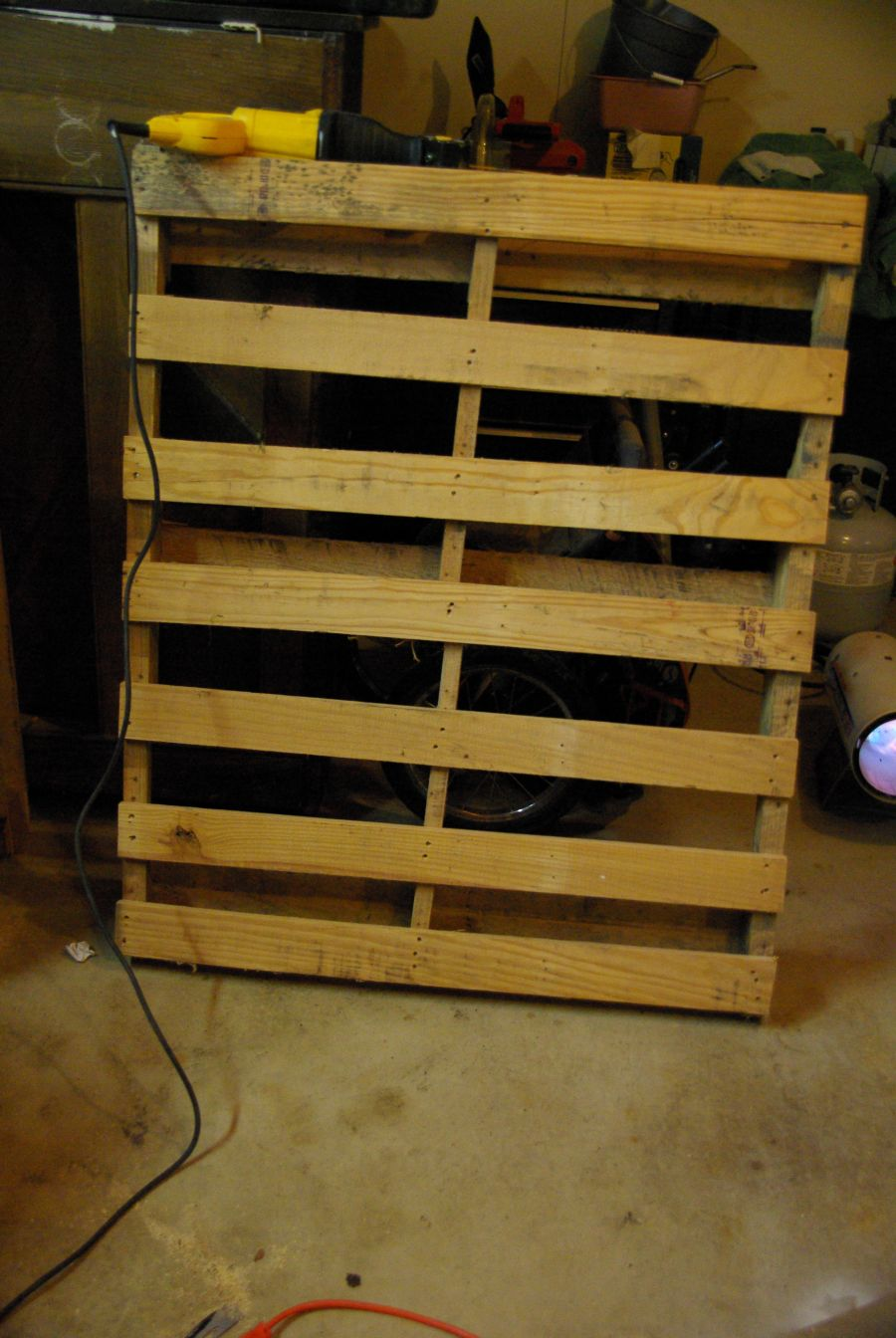 DIY WallMounted Wine Racks Made Of Pallets