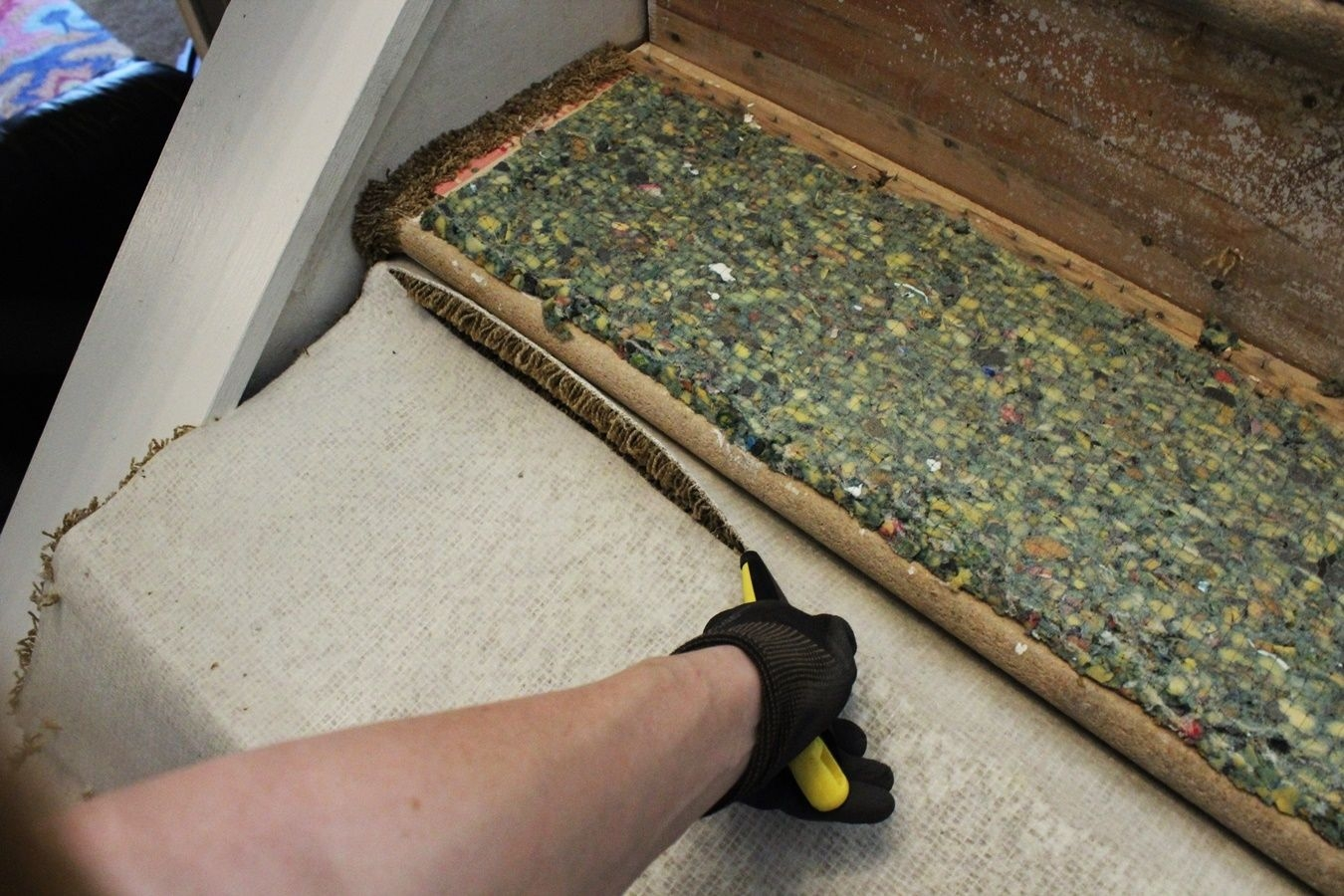Update Your Staircase How To Remove And Install Carpet On   Removable Carpet For Stairs