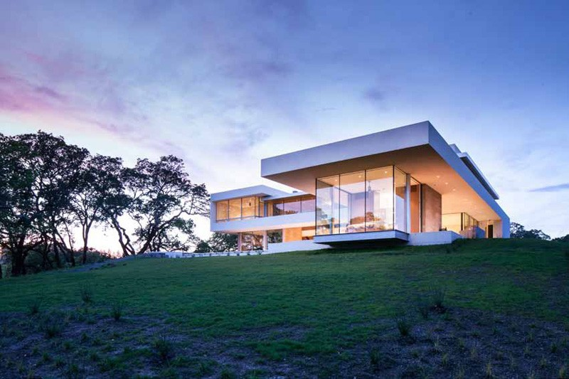 Modern Vineyard House Naturally Blends Function And Comfort