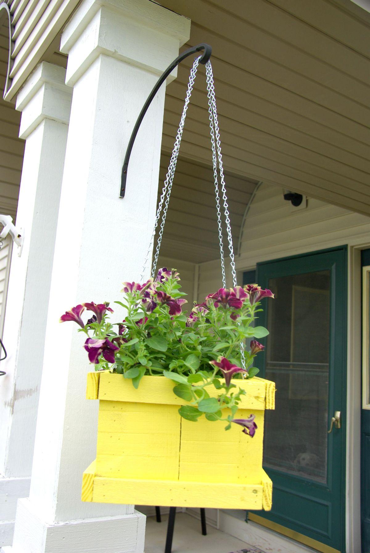 DIY Wood Pallet Hanging Planter