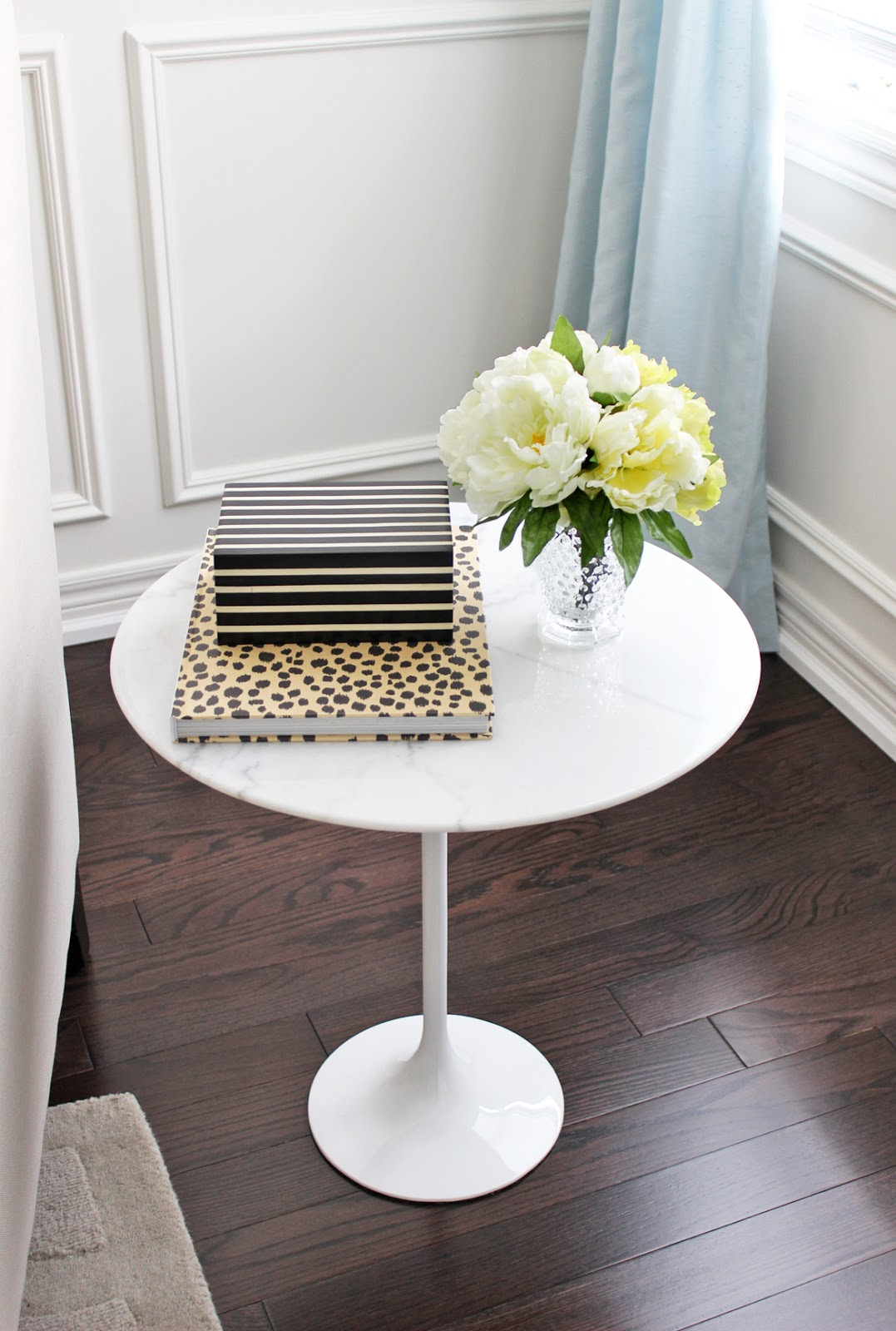 different ways to style an end table