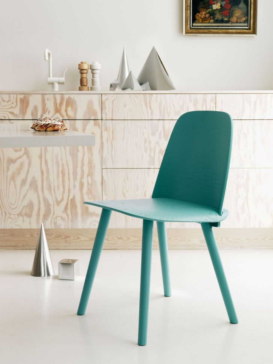 Minimalist painted chair to achieve scandinavian style