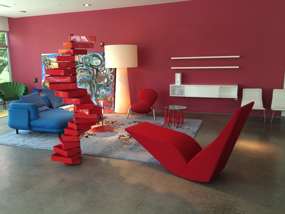 revolving chair for kitchen office cushion back pain poltrona frau group showroom is an interior design delight