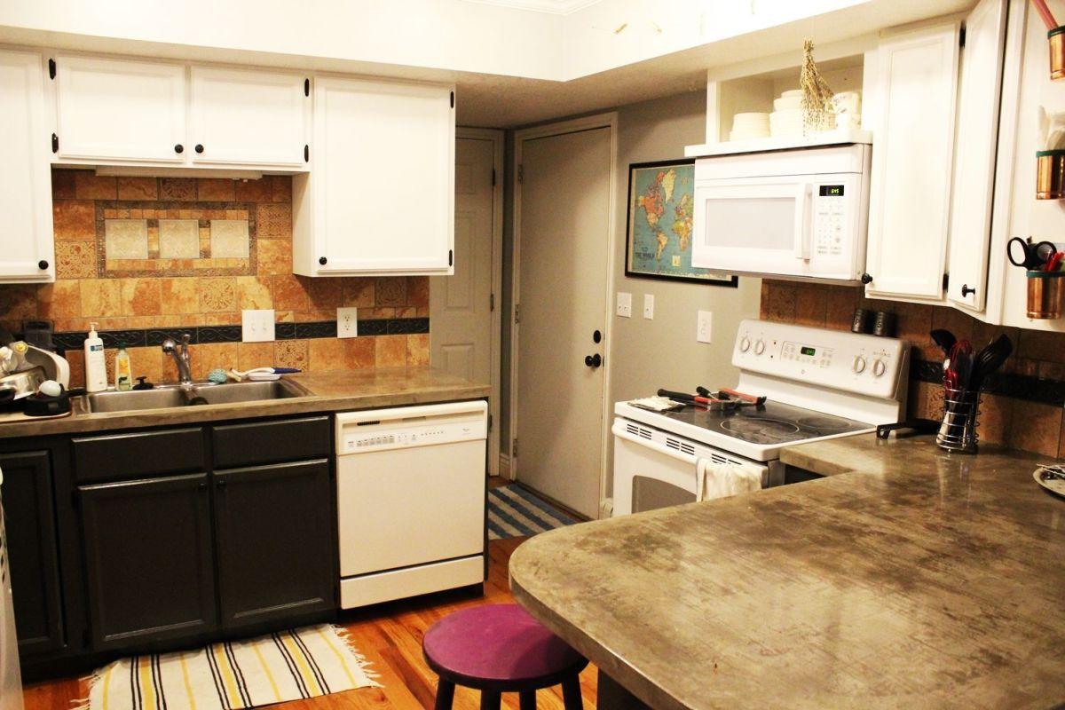 How to Remove a Kitchen Tile Backsplash