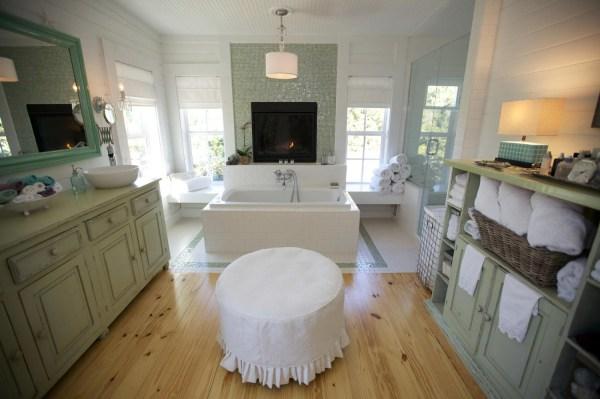 Country Shabby Chic Bathroom Designs