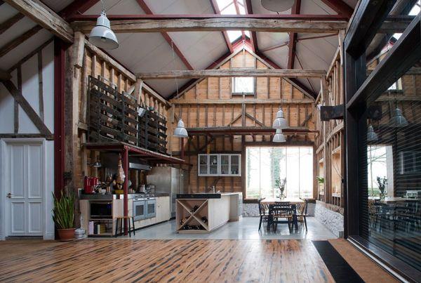 London Barn Conversion Puts Reclaimed Materials Good