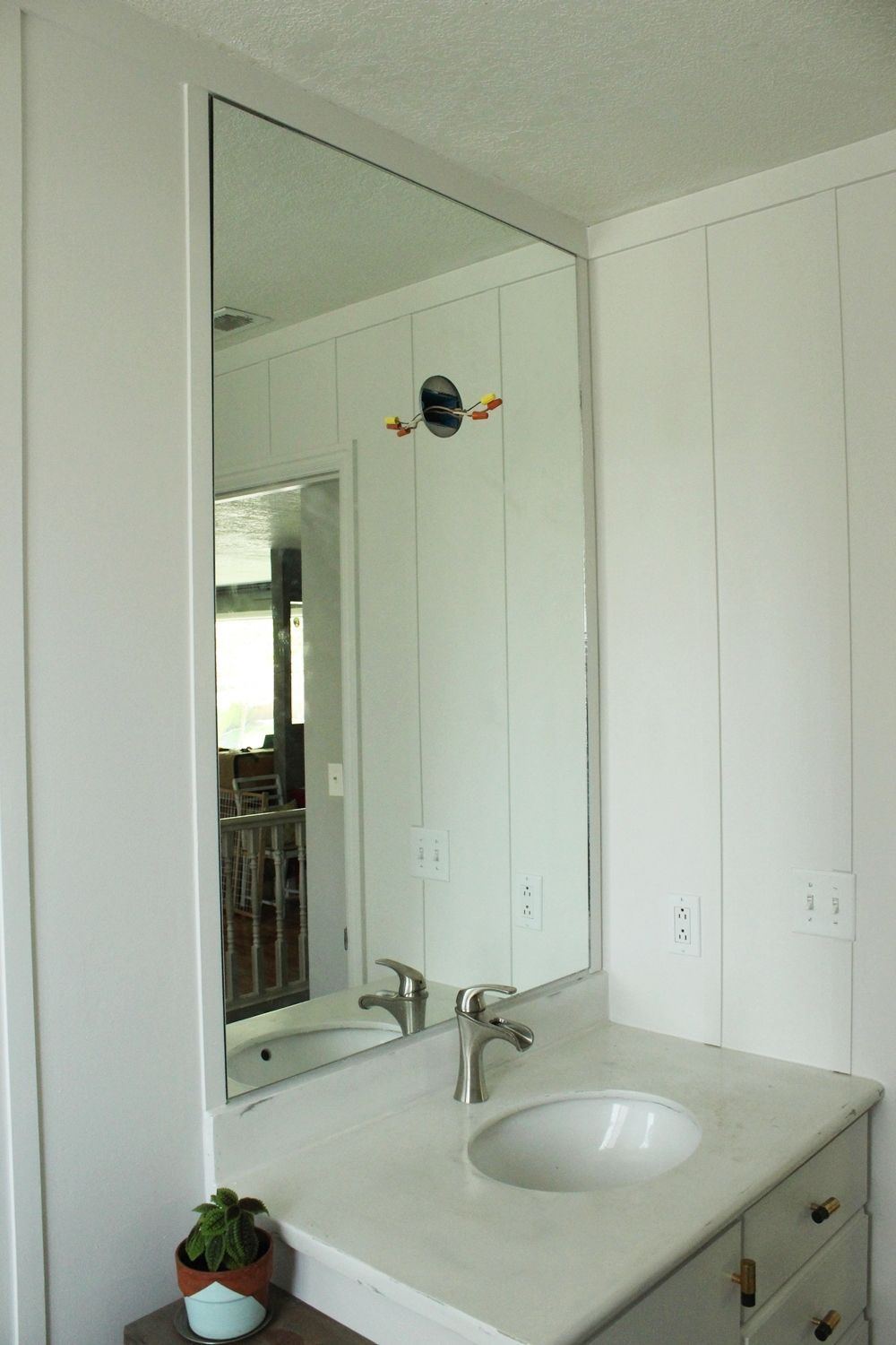 Small Bathroom Mirror How To Professionally Install A Bathroom Mirror